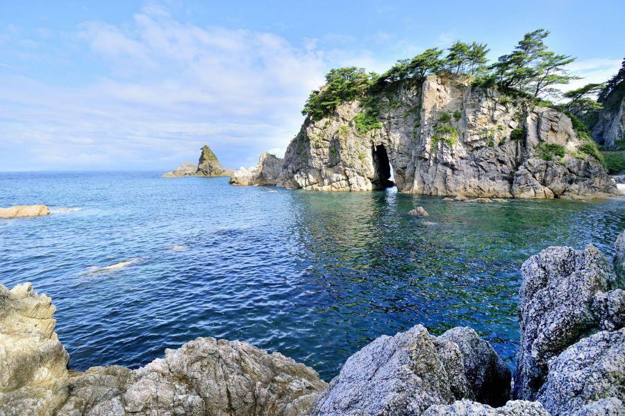 笹川流れを代表する景観、眼鏡岩