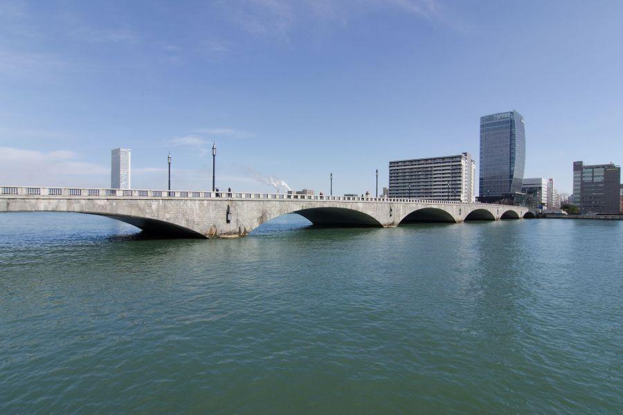 国指定重要文化財「萬代橋(ばん...