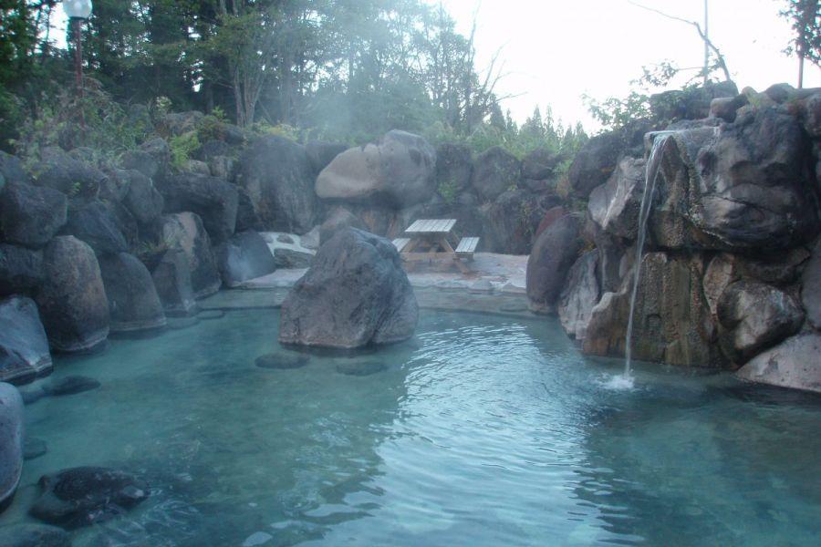 赤倉温泉野天風呂 滝の湯|新潟...